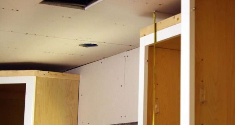 Install Kitchen Cabinet Crown Molding Tos Diy
