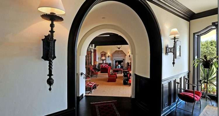 New Obsession Black Crown Molding Dream Home Pinterest